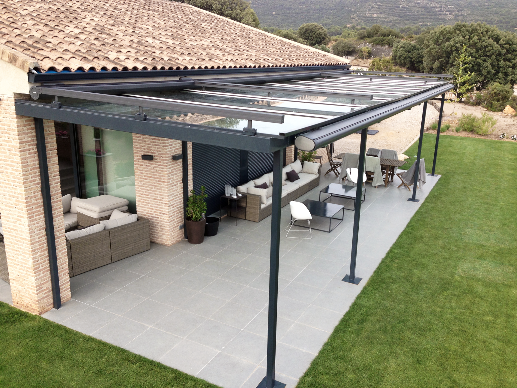 Toldos cofre para dosificar la luz solar ventux exclusive - Estructura para toldo enrollable ...
